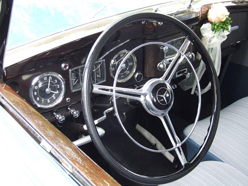 800px-Mercedes_170_DS_Armaturenbrett.JPG